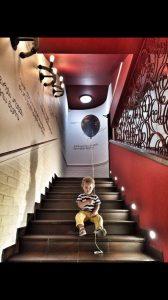 Маленький Ванечка, в честь которого назван ресторан, в стенах Vano