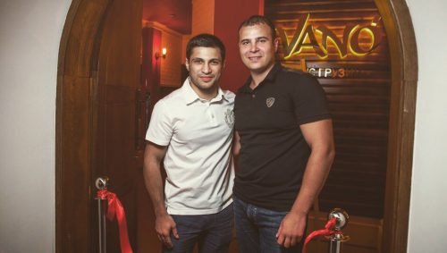 Мишико Беселия с другом и бизнес-партнером на открытии ресторана Vano