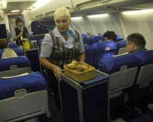 Чем кормят путешественников на борту самолета